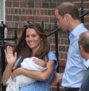 1024px-The_Duke_and_Duchess_of_Cambridge_with_Prince_George-crop