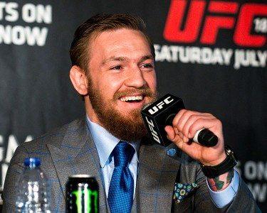 UFC_189_World_Tour_Aldo_vs._McGregor_London_2015_(18776759002)_(cropped)