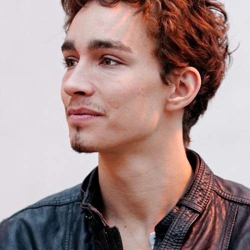 Stalk Love/Hate Star Robert Sheehan With the Help of A Charity