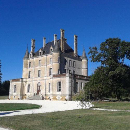 """The Irish """"Countess"""" and Her Restored Chateau"""
