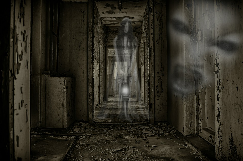 A Ghost In My Closet And Other Personal Tales Of The Paranormal