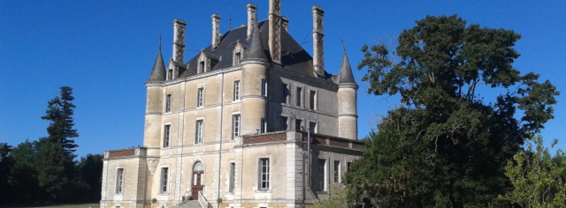 "The Irish ""Countess"" and Her Restored Chateau"